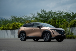 Nissan-Ariya-front-quarter_2-1200x800