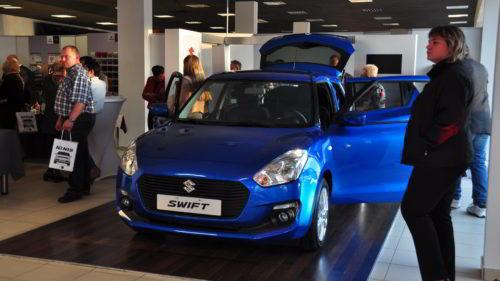 Niebieski Suzuki Swift
